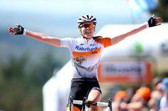 Anna van der Breggen wins La Fleche Wallonne