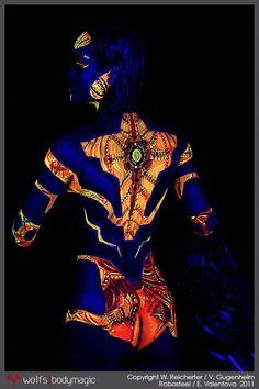 Black light body paint/Perfect for Pinup, Kunst Party, Skin Wars, Human Art, Woman Painting, Painting Art, Light Art, Face Art, Face And Body