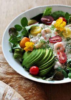 Den helt fantastiske rejesalat: Skagenröra Food N, Food And Drink, Cena Light, Vegetarian Recipes, Healthy Recipes, Danish Food, Dinner Is Served, Healthy Meals For Kids, Fish And Seafood