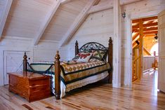 Log Home Bedroom, Bedroom Decor, Loft Bedrooms, Log Cabins, Beautiful Bedrooms, Log Homes, Porch Swing, Outdoor Furniture, Outdoor Decor