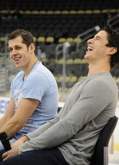 Malkin & Crosby, can this picture get any better? I love Sidney's pose (: