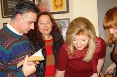 ...χαρούμενο απόγευμα με την Arianna Huffington σε παρουσίαση βιβλίου της με την αδελφή της Αγάπη Stassinopoulos.  (photo) Electra Koutouki,Arianna Huffington  #Greek-American #authors #Huffington #Thrieve #books #Greece