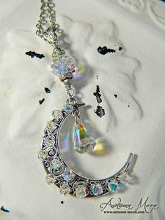 Aura Moon necklace www.autumn-moon.com
