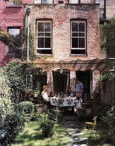 Elliott Puckette's Brooklyn backyard - Enviable New York Patios | House & Home