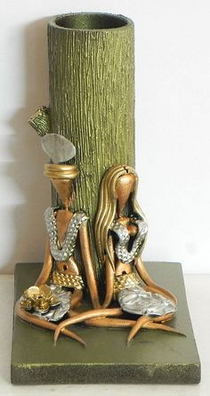 Resin Tribal Couple with Wooden Flower Vase (Poly Resin And Wood))