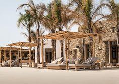 """MYKONOS: GESUNDER DJ-CLUB AM PARAGA BEACH  Think Ibiza, Bali und Goa, think Burning Man und Glastonbury: Auf einer Fläche von 6.000 Quadratmetern eröffnete das Scorpios Mykonos am Paraga Beach. """"Mykonos ist in Bewegung. Nicht nur die Insel ist erwachsen geworden, sondern auch die Geschmäcker derer, die hier ihre Zeit verbringen"""", erklärt Thomas Heyne. Mehr als zehn Jahre betrieb er mit Mario Hertel den Paradise Club. Nun ist er für ein neues holistisches Konzept eine Bucht weitergezogen."""