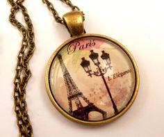 Zauberhafte Halskette mit Eiffelturm Motiv und von Schmucktruhe, €18.50