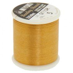 Fil nylon Miyuki 0,25mm or (x50m)  Référence 8413-05 Bobine de 50 mètres de fil nylon monofilament, de la marque Miyuki, couleur or (code couleur 5) épaisseur 0,25mm (size B) Très résistant, ce fil Miyuki de qualité convient parfaitement pour tisser des perles.