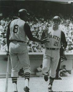 roberto clemente in Vintage Sports Photos Best Baseball Player, Better Baseball, Baseball Stuff, Baseball Cards, Pittsburgh Pirates Baseball, Pittsburgh Sports, Roberto Clemente, Baseball Pictures, Pirate Pictures