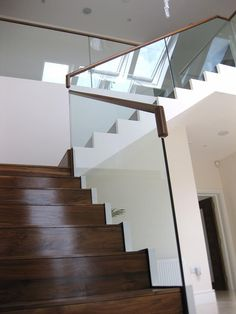 Balustrade | Balustrade Glass & Steel | Showroom | Signature Stairs    Very clean fixing, very elegant look