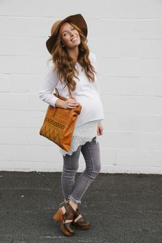 Boho bump #maternitystyle #stylishpregnancy (loving the lace here.)