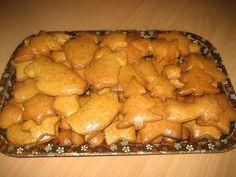 FOTORECEPT: Mäkké medovníčky Christmas Goodies, Christmas Baking, Dairy, Cheese, Cookies, Recipes, Food, Basket, Baking