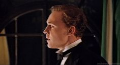 (gif) ..young BLOOOOONNNNDE hiddles. He looks like he could be Gatsby in this gif