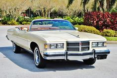 What great lines! 1975 Pontiac Grand Ville convertible. This, sadly would be the last year for the GM full sized ragtops. The Cadillac Eldorado would last into 1976, but fade away at the end of the year.