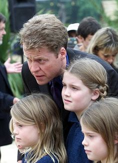 School days: Earl Spencer with his daughters Eliza, Kitty, and Amelia at the official opening of a Princess Diana playground and walkway in Kensington Eliza Spencer, Spencer Family, Charles Spencer, Lady Diana Spencer, Princess Diana Death, Princess Of Wales, Mother Family, Royal Weddings, Queen