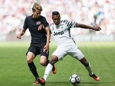 Report: Juventus left-back Alex Sandro on Manchester City radar