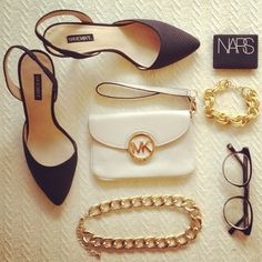 Black heels, white bag, gold jewelry. Classic, yet oh-so-now.