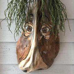 Palm Frond Art, Palm Fronds, Palm Tree Crafts, Bazaar Ideas, Fence Art, Driftwood Crafts, Tole Painting, Garden Crafts, Wood Sculpture