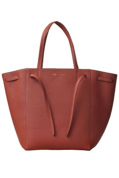 Updated as of September 2014 Introducing the Celine Cabas Bag. This versatile bag will fit all your essential items and is made of lightweight leather. Celine Handbags, Celine Bag, Tote Handbags, Purses And Handbags, Leather Handbags, Leather Bags, Work Tote, Work Bags, Look Fashion