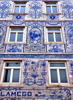 Windows of Lisbon (azulejo - portuguese tiles) Portugal Algarve, Beautiful Buildings, Beautiful Places, Portuguese Tiles, Portuguese Culture, Spain And Portugal, Portugal Travel, Portugal Trip, Delft