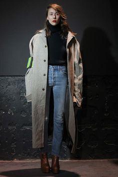 Vogue's 125 Most Memorable Fashion Shows of All Time -Vetements, Fall 2015 Fashion Week, Love Fashion, Fashion Show, Female Fashion, Paris Fashion, Runway Fashion, Style Fashion, High Fashion, Alexander Wang