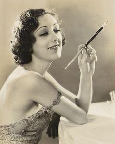 Ann Dvorak est une actrice américaine, née Anna McKim le 2 août 1912 à New York (État de New York), morte le 10 décembre 1979 à Honolulu (Hawaii).