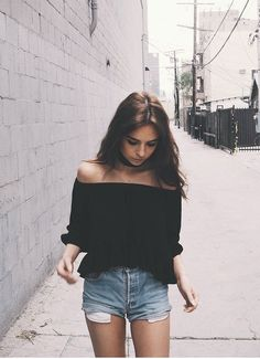 Off Shoulder Outfits For You To Look Fabulous 36 Style Outfits, Mode Outfits, Short Outfits, Summer Outfits, Casual Outfits, Fashion Outfits, 90s Fashion, Summer Ootd, Fashion Weeks