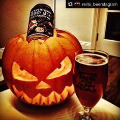 Repost temático pra hoje! #happyhalloween  #Repost @reills_beerstagram with @repostapp  Stingy Jack by @beavertownbeer Great beer loads of different flavours in it!  #gulprating @molloysliquorstores Pumkin carving by  @whataoifedid #bankholiday #halloweenbeer #pumkinbeer #pumkin #spicedpumpkinale #beavertown #craftbeer #craftbeerporn #beer #beerstagram #beer #beerporn #molloysliquorstore #fanaticbeer #bankholidaybeer