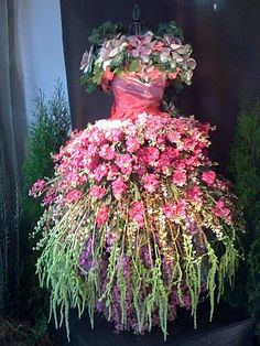 Flower fairy dress - made out of real flowers - beautiful! Found via the Mossy Twig beautiful-flowers-and-floral-creations Garden Dress, Fairy Dress, Dream Garden, Garden Art, Garden Plants, Garden Design, Garden Whimsy, Flowering Plants, Garden Theme