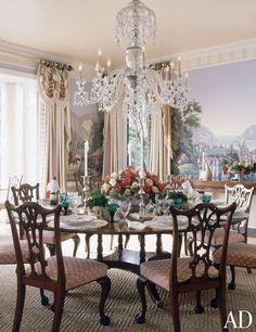 Love murals in dining rooms-the southern girl in me! Mario Buatta ~ COUNTRY HOUSE ON LONG ISLAND Antique scenic wallpaper by Zuber serves as a focal point in the dining room. Architectural Digest, Elegant Dining Room, Dining Room Design, Furniture Layout, Dining Room Furniture, Furniture Design, Chair Design, Design Design, Modern Furniture