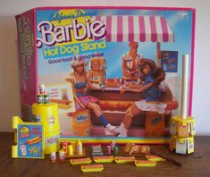 1987 California Dream Barbie Hot Dog Stand Rare & New In Package Over 45 Pieces Barbie Y Ken, Vintage Barbie Dolls, Vintage Toys, Barbie Stuff, Barbie House, Bad Barbie, Barbie Clothes, Hot Dogs, Hot Dog Buns