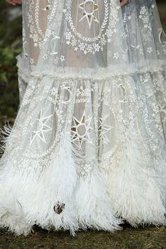 Alexander McQueen Fall 2014 Ready-to-Wear Fashion Show Witch Wedding, Pagan Wedding, Viking Wedding Dress, Medieval Wedding, Mode Inspiration, Wedding Inspiration, Alexander Mcqueen, Handfasting, Looks Style