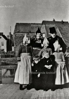 Jan Molenaar (Jan Poep), visventer 1911-1981. Gehuwd in 1936 met Elisabeth Zwarthoed 1914-1997. #NoordHolland #Volendam