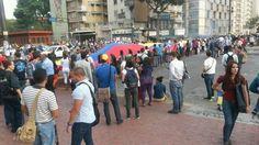 5:00 pm Cerrado el paso en Altamira | Queda 1 solo carril abierto #360ucv #1A pic.twitter.com/Y5nvK1vxNM