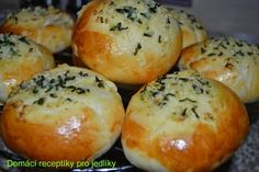 Křehoučké pečivo s česnekovým máslem                     Původní recept jsem si opět upravila :), naplnila jsem ještě sýrem.Je to lahůdka ještě teplé. Autor: Zdenka