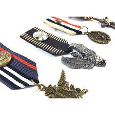 Military trend. Broches de medallas al estilo militar. Perfectas para tus chaquetas y accesorios de este otoño-invierno.