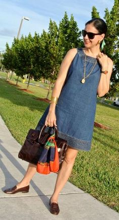Trends Ways to Wear Lovely Denim Dress for All Season ~ Denim dresses are made in many colors and made in many styles and design. Casual Chic, Casual Wear, Casual Dresses, Casual Outfits, Summer Outfits, Fashion Dresses, Summer Dresses, Denim Dresses, Linen Dresses