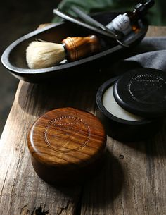 A timeless, natural, handmade wooden shave soap bowl with lid. A must for any wet-shaver who loves using shaving soap! - Limited Edition - Handcrafted from sheesham wood (Indian Rosewood) - Brooklyn G