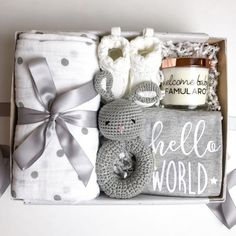 Welcome Baby Willkommen Baby Nr. 1 Mom To Be Gift Sets (Visited 2 times, 1 visits today) Baby Gift Hampers, Baby Gift Box, Baby Hamper, Cute Baby Gifts, New Baby Gifts, Gifts For Mom, Diy Gifts, Baby Box, Mother To Be Gifts