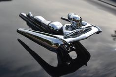 - Old cars & trucks - Ornaments Car Badges, Car Logos, Chaise Baroque, Vintage Cars, Antique Cars, Car Hood Ornaments, Radiator Cap, Automotive Art, Car Detailing