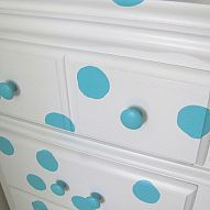 Polka Dot Painted Kids Desk . . . This would have been perfect in my old bathroom!! Love it!