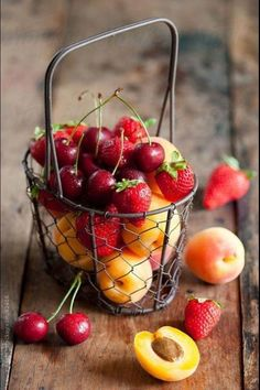 summer fruits fruit pizza Pumpkin Pie Dip: creamy pumpkin dip made with Greek yogurt! A healthy, delicious snack served. Fruit And Veg, Fruits And Vegetables, Fresh Fruit, Seasonal Fruits, Healthy Vegetables, Dried Fruit, Fruit Recipes, Healthy Recipes, Fruit Photography