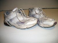How to Clean Sneakers/Tennis Shoes - DIY... this is a great site for all sorts of DIY cleaning tips, tricks, and processes