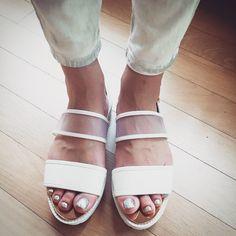 # 요즘에 이런 디자인 신발들이 많이 나오더라구여- 그 중에서 이거 골랐는데.... 넘 맘에 들어욧!!!!! . Shoefie! White sandal for this summer! . . . . #ootd #daily #dailylook #데일리룩 #슈스타그램 #옷스타그램 #셀스타그램 #셀카 #셀피 #selfie #shoefie #currenteliott #커렌트엘리엇 #줌마그램 #줌스타그램 #강남 #스타일 #gangnam #style #korea #sandal #여름 #샌달 #summer #팔로우 #follow #me #instacool #instasize #신발