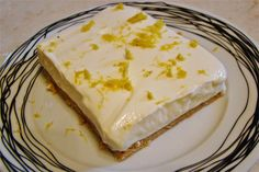 Lemon dessert with digestives and Greek yogurt Greek Sweets, Greek Desserts, Summer Desserts, Easy Desserts, Delicious Desserts, Dessert Recipes, Lemon Recipes, Greek Recipes, Baking Recipes