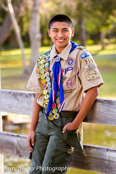photo op idea - going to use for Tiger Cubs Scout Mom, Girl Scout Swap, Girl Scout Leader, Tiger Scouts, Cub Scouts, Boy Senior Portraits, Eagle Scout Ceremony, Eagle Pictures, Senior Pictures Boys