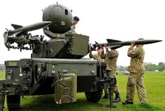 Soldiers Load a Rapier Missile System During London Olympics Security Exercise Military Units, Military Weapons, Military Helicopter, Military Aircraft, British Armed Forces, Concept Weapons, Armored Fighting Vehicle, Army Vehicles, Military Equipment