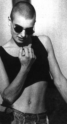 Irish singer Sinead O'Connor Pretty People, Beautiful People, Shave My Head, Bald Girl, What A Beautiful World, Bald Women, Poses, Hair Inspo, Your Hair