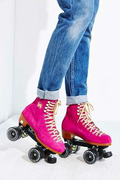 How I would've loved a pair of these Pink Moxi Lolly Roller Skates from Urban Outfitters Quad Roller Skates, Roller Derby, Roller Skating, Ice Skating, E Quad, Skater Girls, Shoe Game, Rubber Rain Boots, Things That Bounce