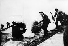 Soviet marines storming ashore during the operation to retake Sevastopol, Crimea, 1944 [1500×1028]